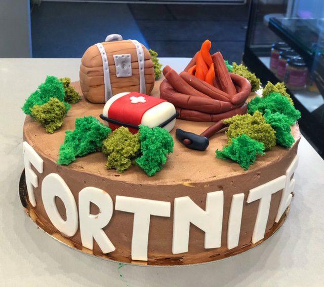 bērnu kūka Fortnite tematikā